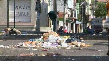 Prefeituras da Grande Vitória fazem esquema de recolhimento de lixo na greve dos garis - Garis entraram em greve pedindo melhores salários.