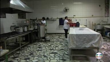 Abrigo de idosos pode fechar por falta de verba em São Gonçalo - Em São Gonçalo, um abrigo de idosos está correndo risco de fechar as portas por falta de dinheiro. Há mais de um ano, o governo do estado parou de mandar a verba para a manutenção.