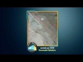 VC no MG TV: Moradora de Valadares reclama de uma valeta que foi aberta pelo Saae - Além do transtorno de quem precisa utilizar a rua, tem ainda o desperdício de água de um cano estourado.