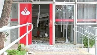 Bancos de Pilar do Sul (SP) são destruídos por criminosos - A cidade no interior de São Paulo começou a semana sem agências bancárias. Os três bancos foram destruídos. Nas gravações, é possível ouvir o barulho das explosões e dos tiros.