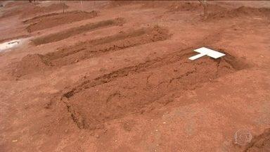 Bope vai a local de chacina de sem-terra em Mato Grosso - Assassinos ameaçaram voltar para matar quem ainda estivesse no local. Suspeita é de que fazendeiros encomendaram crime.
