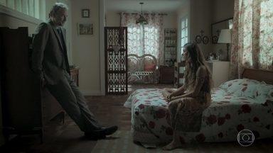 Ritinha e Eugênio conversam sobre a possível gravidez - Eugênio tenta acalmar Ritinha e diz que vai ajudar a menina