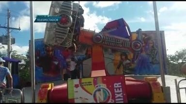 Brinquedo do Parque Nicolândia trava em pleno funcionamento - Brinquedo do Parque Nicolândia, no Parque da Cidade, travou nesta segunda (1) em pleno funcionamento. Oito pessoas ficaram presas e ninguém se feriu.