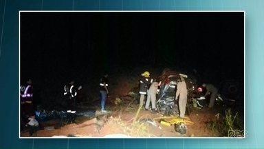 Pais de jogador do Santos morrem em acidente na BR-376 - A batida entre o carro e um caminhão aconteceu na rodovia em um trecho entre Alto Paraná e Nova Esperança.