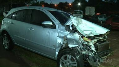 Bandidos em fuga provocam acidente na PR-445 - Eles perderam o controle do carro e bateram contra outros três veículos. Seis pessoas ficaram feridas, entre elas dois bandidos.