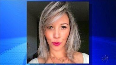 Três médicos tentaram reanimar brasileira que passou mal em voo para a Tailândia - Três médicos tentaram reanimar a brasileira que passou mal no voo para a Tailândia, na madrugada de domingo (30), segundo relato de amiga à família. A morte de Regina Dezani da Costa, de 39 anos, foi confirmada nesta segunda-feira (1º) pelo Ministério das Relações Exteriores e por parentes da administradora de empresas, que é de Votuporanga (SP). A causa da morte ainda é desconhecida.