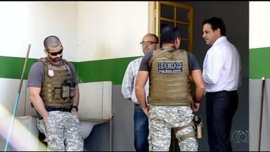 Policiais e MPE recolhem documentos de sede da agência municipal de trânsito de Araguaína - Policiais e MPE recolhem documentos de sede da agência municipal de trânsito de Araguaína
