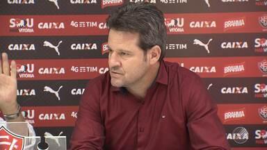 Técnico Argel Fucks é demitido do Vitória - Argel foi contrato pelo clube durante o Campeonato Brasileiro de 2016, para substituir Vagner Mancini.