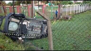 Polícia encontrou anabolizantes e material de jogo de azar dentro de veículo que capotou - Polícia encontrou anabolizantes e material de jogo de azar dentro de veículo que capotou em Aracaju.