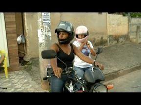 Motociclistas mulheres fazem sucesso em Ipatinga prestando serviço de mototáxi - Ideia é oferecer mais segurança à integridade das mulheres passageiras.