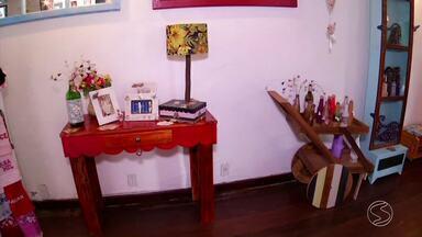 Madeira reutilizada é matéria-prima para obras de artesanato em Angra, RJ - Exposição reúne vários tipos de trabalhos que estão enchendo os olhos dos visitantes.