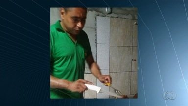 Mecânico baleado em ação policial volta a ser internado, em Goiânia - Na ocasião, filho dele Roberto Campos da Silva, 16, também foi atingido e morreu no local. Pai está hospitalizado em estado regular no Hugo.