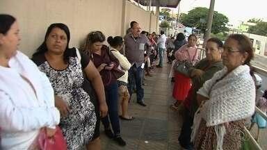 Pacientes reclamam de longa espera para marcar consultas, em Goiânia - Unidades de saúde relatam que há alta demanda.