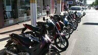 Motoristas reclamam da falta de vagas em estacionamentos em Gurupi - Motoristas reclamam da falta de vagas em estacionamentos em Gurupi