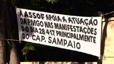 Associação apoia PM que agrediu estudante e diz que havia 'terroristas' no protesto - Declaração foi dada pelo presidente do órgão em evento de apoio ao capitão Augusto Sampaio, afastado da corporação por bater em Mateus Ferreira da Silva durante ato em Goiânia.
