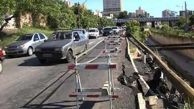Marginal Botafogo tem nova interdição parcial por risco de desabamentos - Motoristas enfrentaram trânsito complicado no local na manhã desta quinta-feira (4).