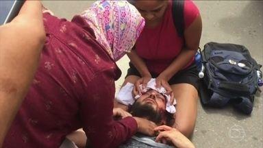 PMs defendem capitão que agrediu estudante durante um protesto em Goiânia - 150 policiais se reuniram no Clube dos Oficiais e apoiaram a atitude do capitão Augusto Sampaio.