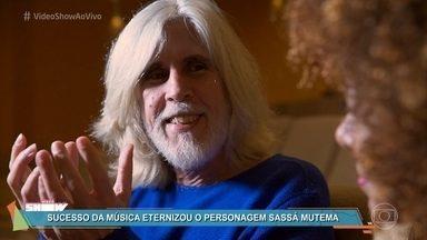 Oswaldo Montenegro fala sobre sua carreira - Cantor é carioca, mas foi criado em São João Del Rey e Brasília. Ele relembra seu primeiro contato com Cássia Eller e diz que reconheceu o talento da cantora de cara
