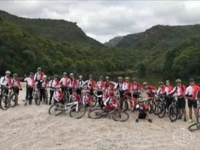 Grupo de ciclistas de Montes Claros é infectado por esquistossomose - Ciclistas suspeitam que a contaminação tenha ocorrido no poção represado de uma fazenda na cidade de Lençóis; crianças e uma grávida de cinco meses participavam da viagem.