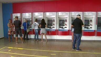 Bandidos assaltam clientes e funcionários de banco no Recife - Assalto ocorreu em uma agência do Bradesco localizada na Avenida Conde da Boa Vista, na área central da capital pernambucana.