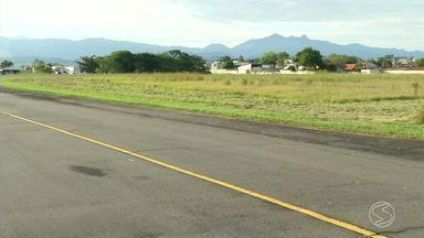 Aeroporto de Resende passa por vistoria do Ministério dos Transportes - Existe um projeto para que aviões comerciais voltem a pousar no local, que recebeu voos até 2012.