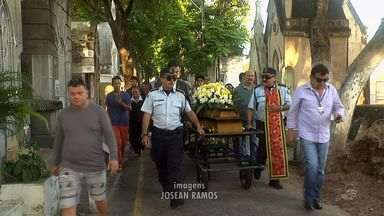 Policial militar assassinado em assalto em Fortaleza é sepultado - Ele foi baleado com tiro no abdômen no Bairro Ellery.