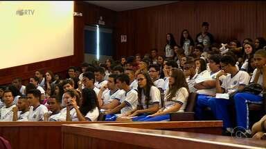Projeto visa coscientizar jovens sobre a importância do voto - O projeto é voltado para jovens de 12 a 16 anos