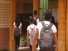 Escola Plácido de Castro é assaltada pela quinta vez - Seis alunos foram vítimas de assalto no pátio da escola.