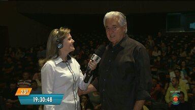 Jornalista Francisco José lança livro em Campina Grande - O lançamento acontece no Teatro Municipal Severino Cabral.