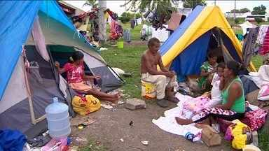 Manaus decreta emergência social por causa de índios venezuelanos - Famílias se abrigam em precárias condições debaixo de viaduto.'Precisamos da efetiva participação do governo federal', diz secretário.
