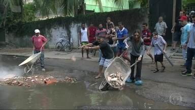 Moradores denunciam vazamento de esgoto no Itanhangá - Moradores da Estrada do Intanhangá, na Muzema, reclamam de um vazamento de esgoto. Eles dizem já terem acionado a prefeitura que, segundo eles, realizou apenas pequenos reparos.