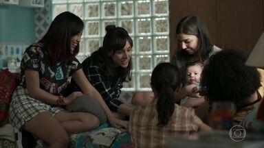 As meninas visitam Keyla para ajudar com Tonico - Tonico para de chorar com a chegada das amigas e elas comemoram a amizade em um passeio no parque