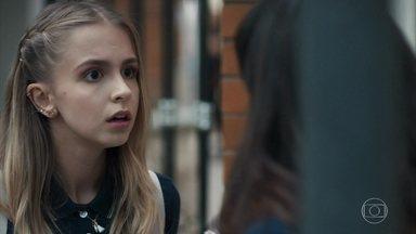Clara se recusa a falar com Lica sobre a separação dos pais - Lica fica irritada com a amiga