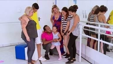 Hoje é dia das mães: Katia e Laurinha - Alexandre Henderson apresenta a Katia: diarista, separada com 7 filhos, sendo que a caçula tem síndrome de Down