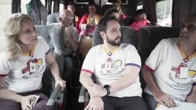 """Angélica conversa com outros voluntários do projeto """"Hospitalhaços"""" - A apresentadora ouviu boas histórias"""