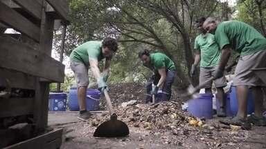 Ricardo Tozzi conhece os processos da compostagem - Ator transportou o lixo e meteu a mão na massa