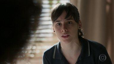 Lica não conta para Marta que Malu está com Edgar - A menina deixa no ar que Malu sabe de algo
