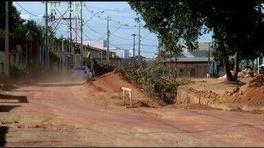 Moradores reclamam de obras de drenagem paradas em bairro de Gurupi - Moradores reclamam de obras de drenagem paradas em bairro de Gurupi
