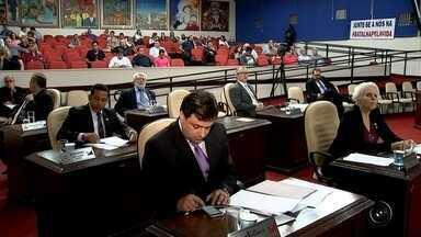 Vereadores ligados ao ex-prefeito de Rio Preto tentam entrar em comissões de investigações - Vereadores ligados ao ex-prefeito de Rio Preto (SP) tentaram aprovar, na sessão de terça-feira (16), um recurso para que possam fazer parte das comissões de investigação da casa. Como não conseguiram o que queriam, abandonaram a sessão no meio, para impedir a votação dos projetos em discussão.