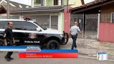 Polícia fez uma busca na casa do médico ex-marido de Jaqueline - Médico, ex-marido da vendedora, está preso.