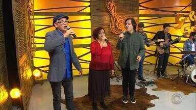 Confira Zé Caradípia, Flora Almeida e Márcio Celli cantando 'Noite de São João' - Assista ao vídeo.