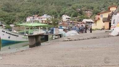 Pescadores estão revoltados com as exigências feitas pelos fiscais dos órgãos ambientais - Pescadores estão revoltados com as exigências feitas pelos fiscais dos órgãos ambientais