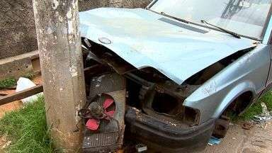Carros abandonados viram abrigo para moradores de rua, no ES - Prefeitura que a ideia é regulamentar, mudar o código de postura para agilizar a remoção desses carros abandonados.