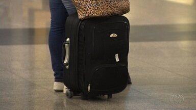 Empresas aéreas devem comçar a cobrar pelo despacho de bagagem - Passageiros aproveitam últimos voos sem precisar pagar extra por despache.