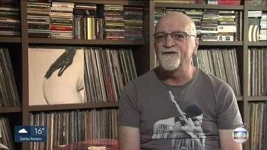 Cantor, compositor e jornalista Kid Vinil morre aos 62 anos - Em abril, o artista sofreu uma parada cardíaca depois de um show um Conselheiro Lafaiete, Minas Gerais. Ele foi transferido para São Paulo e morreu depois de passar um mês em coma induzido.