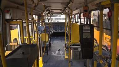 Motorista e cobrador foram baleados durante um assalto a ônibus em Colombo - Só este ano, já foram registrados mais de setecentos assaltos no transporte coletivo de Curitiba e região.