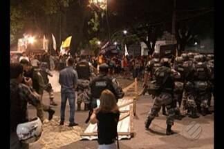 Protesto pela renúncia do presidente Temer levou centenas às ruas de Belém - O movimento que começou pacífico, mas terminou em confusão ontem à noite (18).