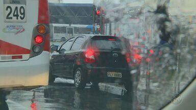 Multas por uso indevido de faixas exclusivas de ônibus triplica em Campinas - Foram registradas mais de 4000 ocorrência em período que vai de 2015 à 2016; multas acarretam em sete pontos na CNH e multa de quase R$300.