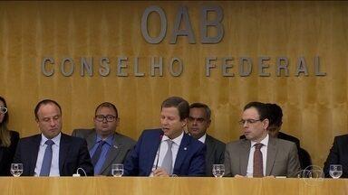 Conselho federal da OAB discute possível pedido de impeachment - A crise provocada pela delação da JBS também reuniu o conselho federal da Ordem dos Advogados do Brasil para discutir um possível pedido de impeachment.