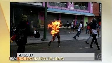 Multidão protesta contra Nicolás Maduro na Venezuela - Os manifestantes saíram às ruas de Caracas no final de semana para protestar contra o governo.